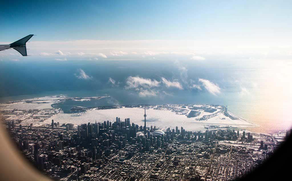 Im Flugzeug über Toronto