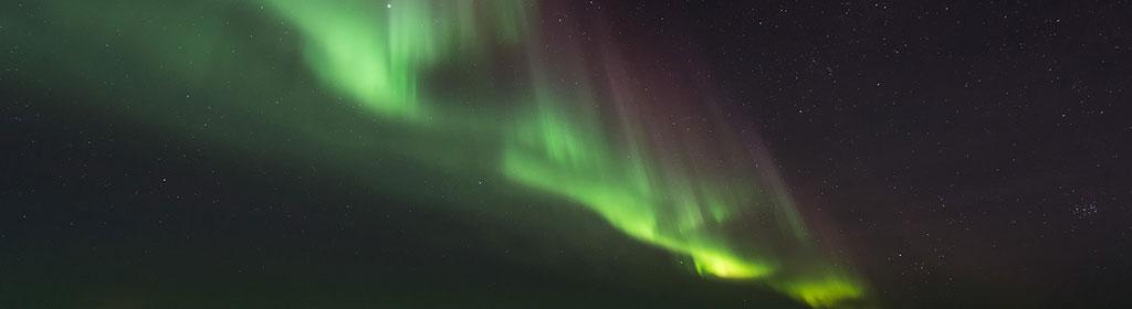 Warum fliegen Flugzeuge so selten über Nord- und Südpol?