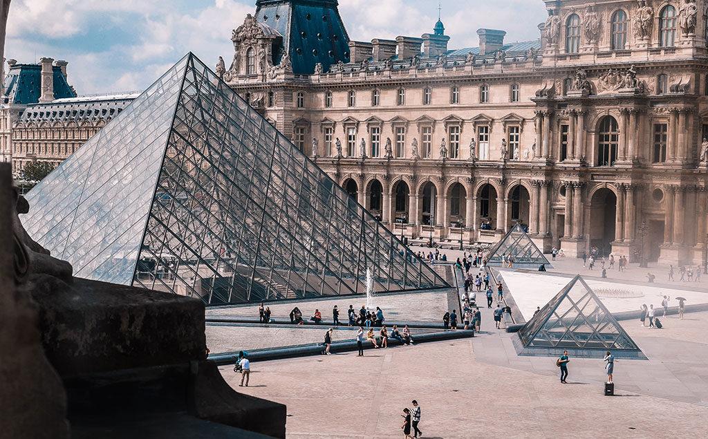 Paris | Sicht auf die Louvre Pyramide