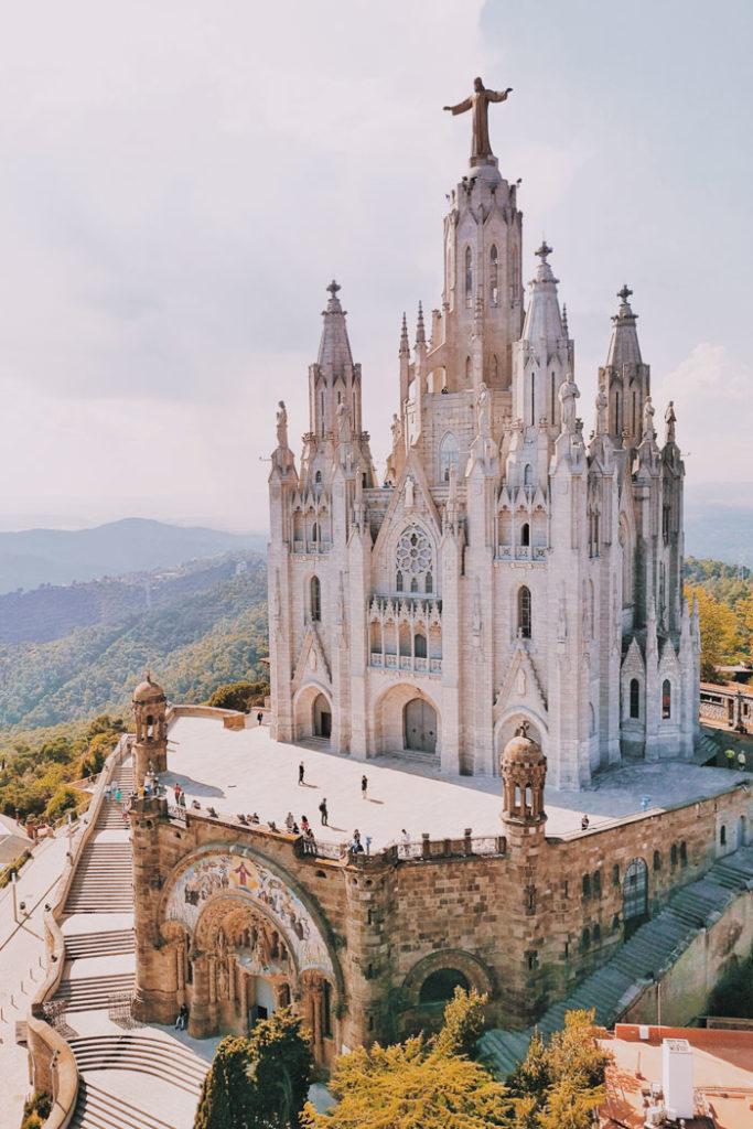 Barcelona Aussicht vom Talaia auf den Tempel Expiatori del Sagrat Cor