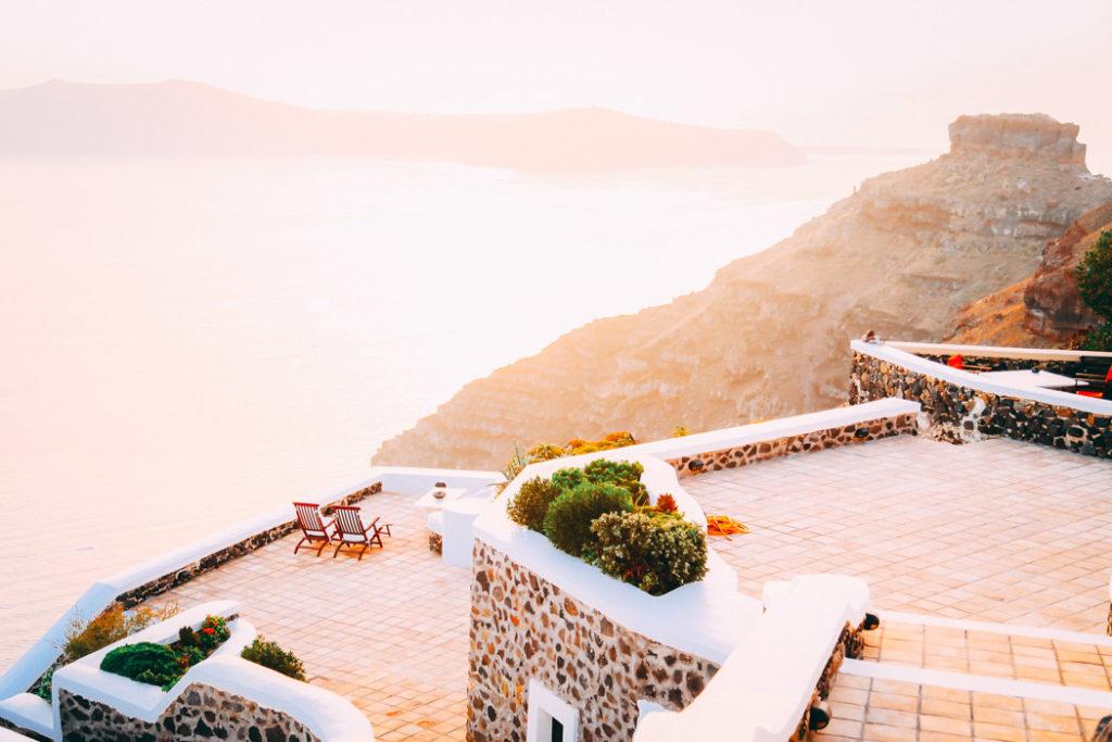 Santorini Blick auf die Nebeninsel Thirassia