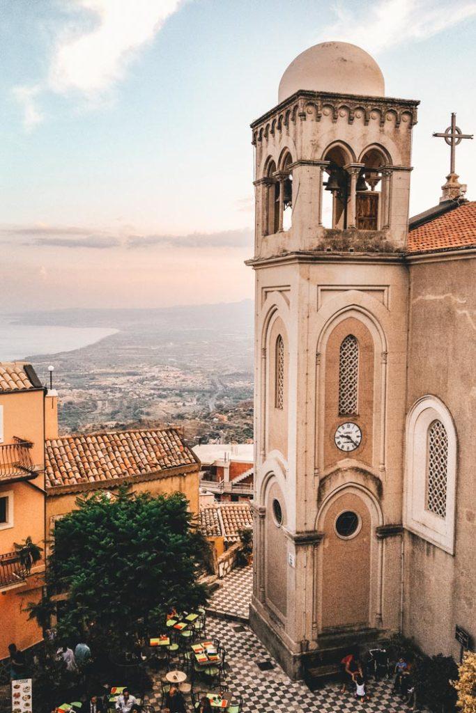 Sizilien Kirchturm in der Gemeinde Castelmola