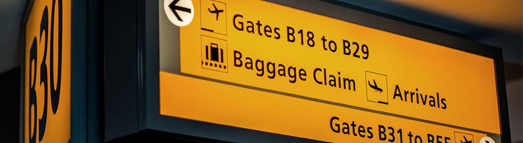 Flughafen Schild Englisch