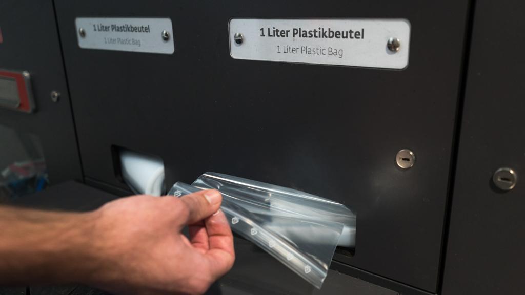 Gratis Plastikbeutel am Flughafen Wien