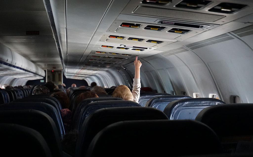 mit Baby im Flugzeug